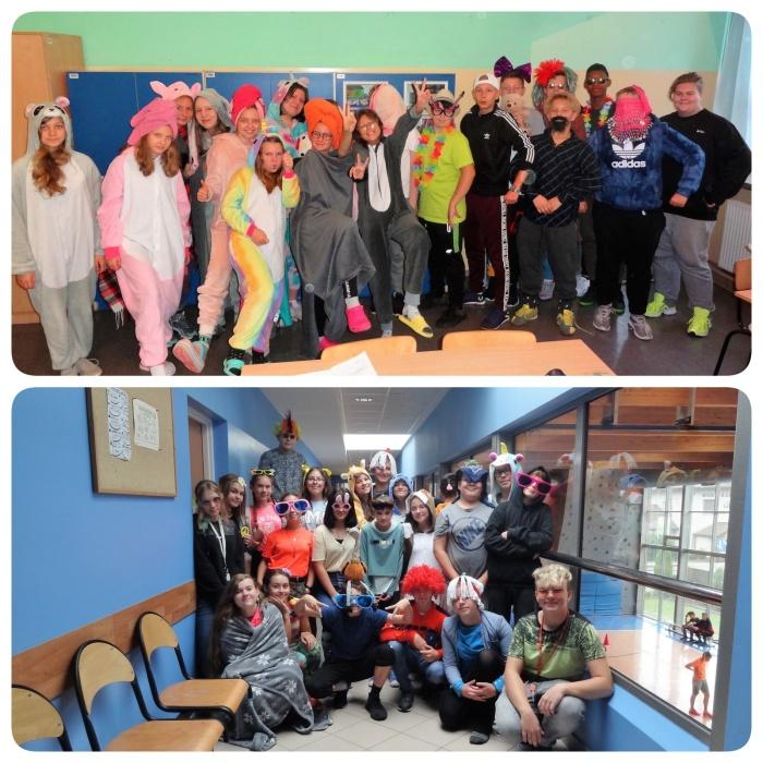 Zdjęcia grupowe klas 7c i 7d podczas Światowego Dnia Uśmiechu